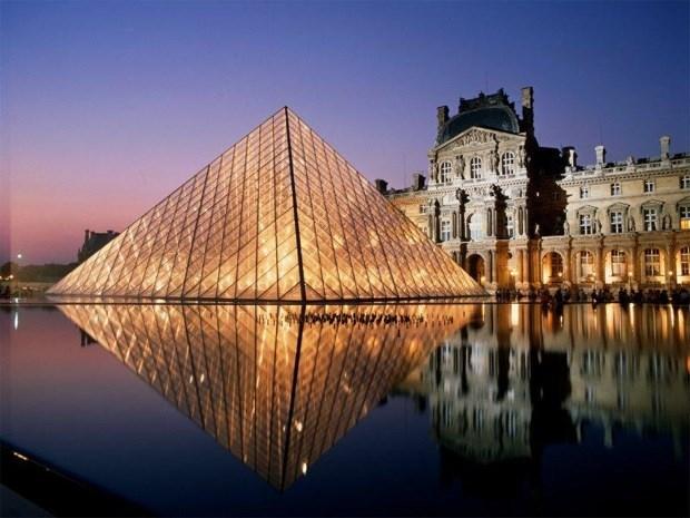 Staklena piramida ispred Luvra arhitekte Ming Pei-a  (https://www.fastcompany.com/1394055/royal-honors-starchitect-im-pei)