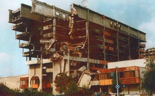 Uništena zgrada Elektroprivrede BiH ©Arhiv Elektroprivrede (1992.)