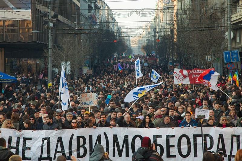 Ne da(vi)mo Beograd, protesti ©https://www.facebook.com/pg/nedavimobeograd/photos/?ref=page_internal