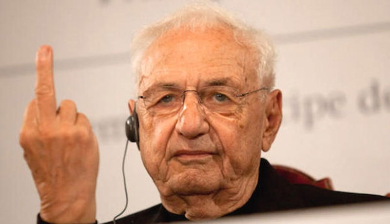 Frank Gehry  ©https://news.artnet.com/exhibitions/frank-gehry-gives-spanish-critics-the-finger-143262