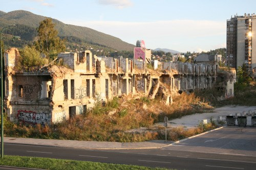 Uništena kasarna Maršal Tito ©Zoran Kanlić (2012.)