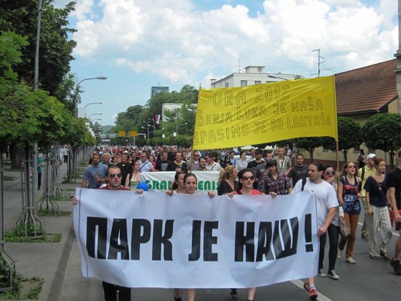Park je naš!, protesti ©http://www.6yka.com/novost/25026/banjalucki-protesti-dosad-park-nosi-u-sebi-simboliku-vapaja