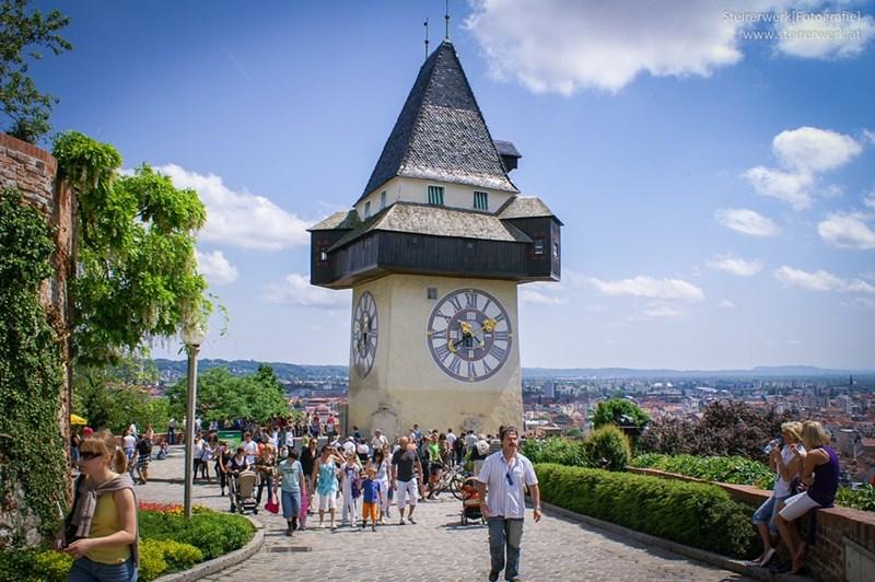 Schlossberg lift u Grazu vodi do utvrde i vidikovca (http://schlossberggraz.at)