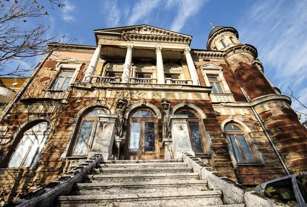 Napušteni Olimpijski muzej  (http://tristotrojka.com/post/138924471288/1984-winter-olympics-sarajevo)