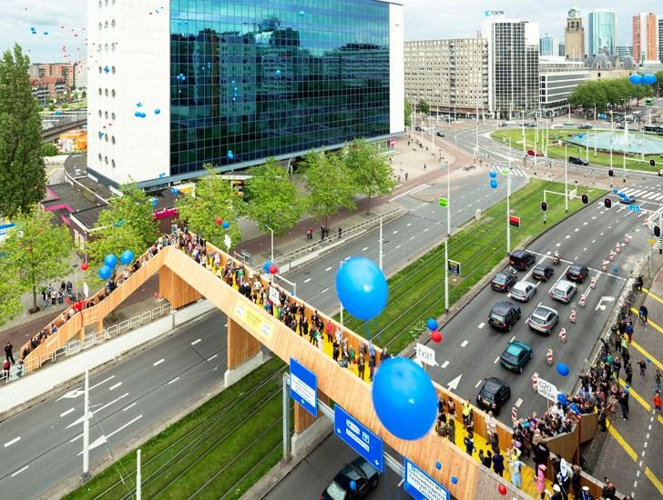 Luchtsingel pješački most, Rotterdam, izvor: http://assets.inhabitat.com/wp-content/blogs.dir/1/files/2013/03/Luchtsingel-crowdfunded-bridge-rotterdam.jpg