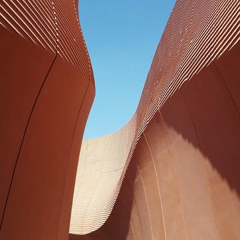 Emirates Pavilion/Foster+Partners © Ena Kukić