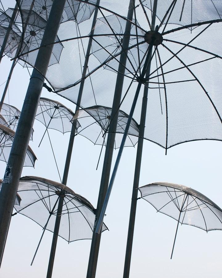 Umbrellas / Giorgios Zoggolopoulos  © Martina Penava