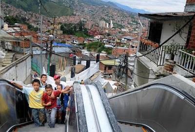 Uvezivanje dijelova grada kroz uvođenje novih oblika javnog prevoza - master plan. Projekat novih eskalatora u naseljima na padini http://keywordsuggest.org/gallery/723808.html