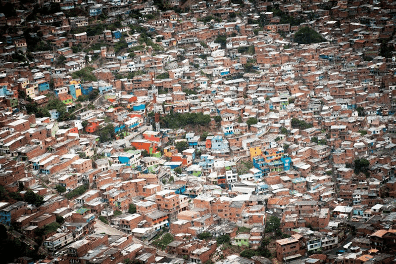 Urbana struktura neformalnih naselja https://www.researchgate.net/figure/310594314_fig1_Figure-1-Informal-settlements-in-Medellin-Colombia-source-UN-Habitat