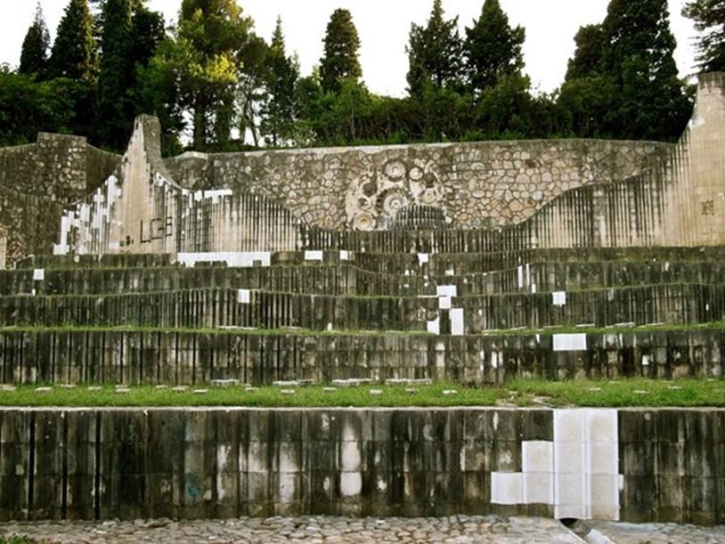 Izvor fotografije: https://hr.wikipedia.org/wiki/Partizansko_groblje_u_Mostaru