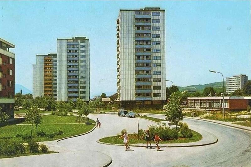 Puno zeleninla i prostora za igranje u poslijeratnom periodu za vrijeme bivše Jugoslavije. Naselje Grbavica, oko 1960